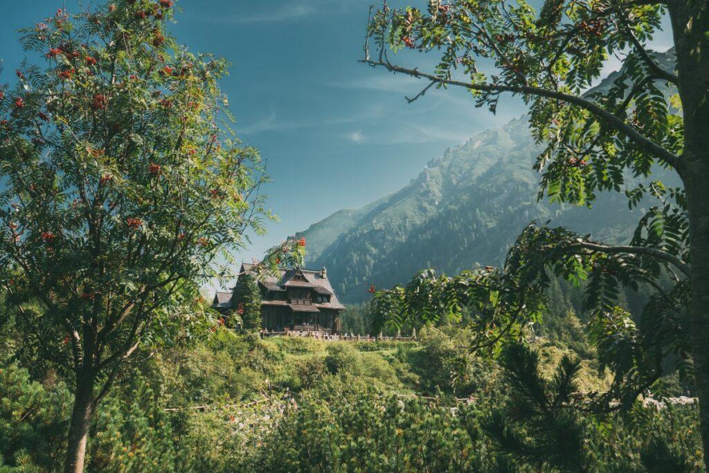 Zalety wynajęcia domku w górach